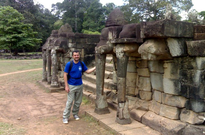 Angkor wat temple travelling